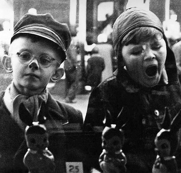 dawna fotografia przedstawiająca dzieci
