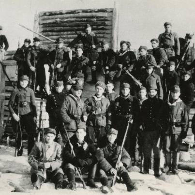 fotografia grupowa żołnierzy AK Wilno