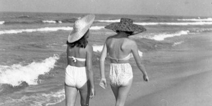 fotografia z archiwum Ośrodka KARTA - kobiety na plaży